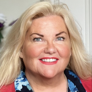profile photo of Dawn Parry