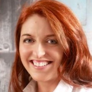 profile photo of Evelyn Tweed