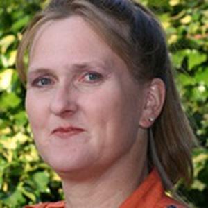 Photo of Elizabeth Hazell